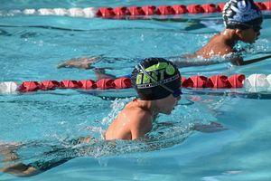 Kinder im Schwimmbad - Schulschwimmen