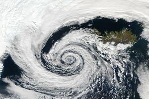 Tiefdruckgebiet vom Satelliten aus gesehen